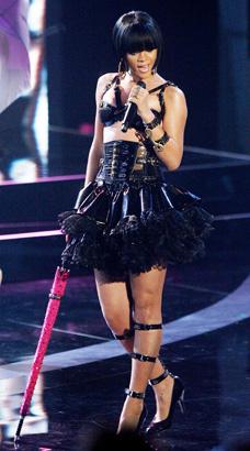 rihanna performing 2007 photo