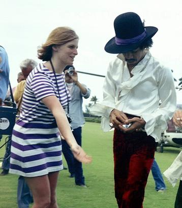 linda mccartney jimi hendrix couple pop festival 1968 photo