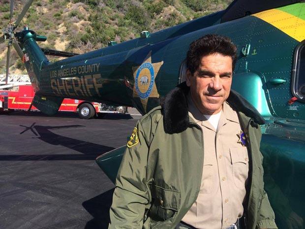 Lou-Ferrigno-with-LA-County-Sheriffs-Dept-chopper
